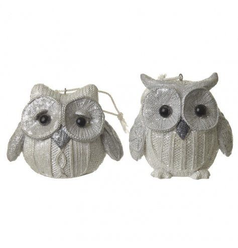 Knit effect hanging owl decorations with a sparkling glitter finish.
