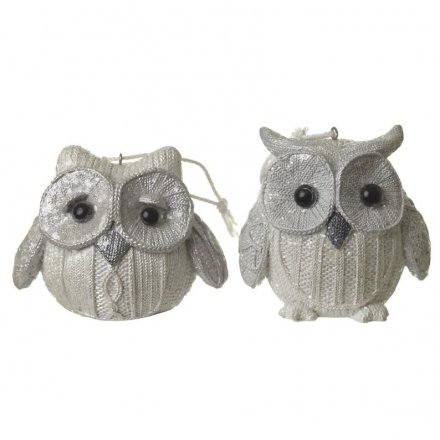 Two Assorted White Knitted Owl Mix, 7cm
