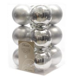 A pack of 12 shatterproof matt and shiny gold baubles in a classic silver colour.