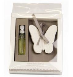 Fragranced oil and butterfly clay giftset with a sweet scent