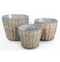 Set of three metal planters with willow finish