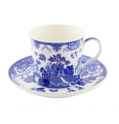 Cup and saucer set from the classic Blue Willow range
