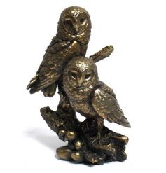 A superior quality twin owl ornament with a bronze finish. A stunning home accessory.