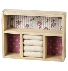Stay organised with this pretty floral jewellery box. Ideal for storing rings and other jewellery items.