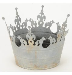 A rustic metal crown decoration. Ideal for planting or displayed as a decorative accessory.