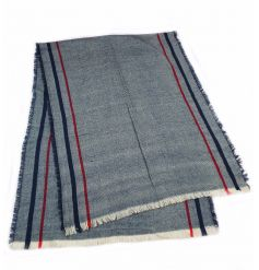 Get cosy this season with this large blanket scarf. A stylish accessory for the season!
