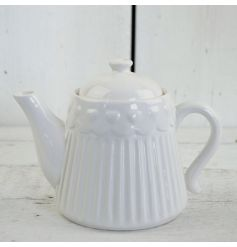 This beautifully simplistic styled ceramic teapot will fit in perfectly with any decor