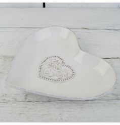 This dainty floral heart pattered dish will add a touch of vintage charm to any kitchen