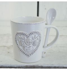 This dainty floral heart pattered mug and spoon will add a touch of vintage charm to any kitchen
