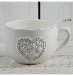 This dainty floral heart pattered mug will add a touch of vintage charm to any kitchen
