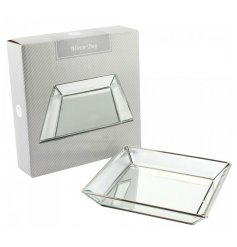A stylish and chic mirror square tray with a silver trim. Ideal for jewellery, trinkets and more.