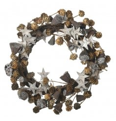A quirky gold and grey themed round twig wreath, stylishly finished with scattered glittered stars