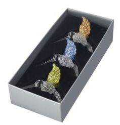 This beautiful set of hanging glass hummingbirds will definitely add a glitz twist to your christmas tree