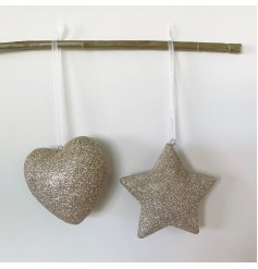 Add some sparkle to your festive tree with this mix of 2 star and heart hanging decorations.