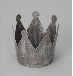 Add a rough lux vibe to your home with this stylish crown themed candle holder