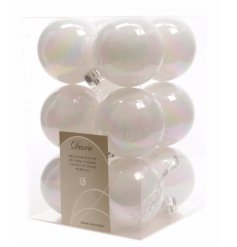 A stylish and simple pack of 12 shatterproof baubles in a plain white tone