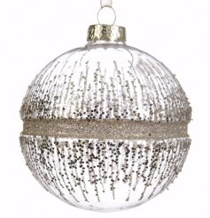 A glitz styled pack of 3 baubles, finished with a glam glitter look