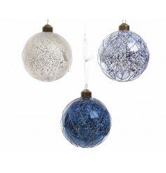 Assortment of 3 white/blue glass glitter baubles