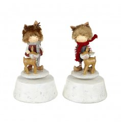 This delicate set of resin woodland figures stand up on a snowy mountain musical box