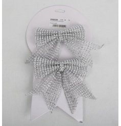 A pack of 2 silver bows