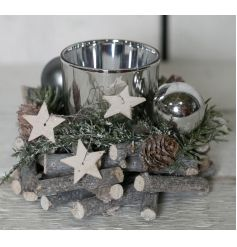This beautiful round candle holder is made up of twigs, pine cones and wooden stars
