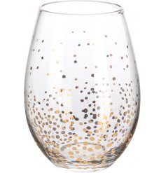 A stylish glass with a gold confetti design. A chic tableware and kitchen essential for the home.