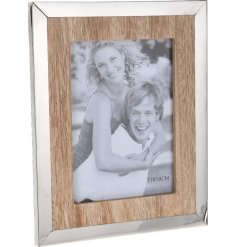 A stylish new line of vintage meets modern with this natural toned photo frame finished with a smooth metal lining