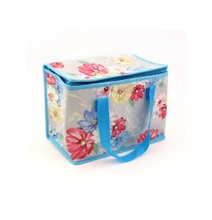 This sweet and colourful blossom designed lunch bag will be sure to add a fun dash of colour to any outfit in summer