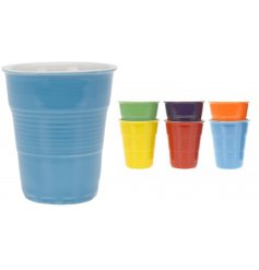 A mix of 6 colourful porcelain cups