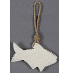 Add a chic vibe to any coastal charm themed room with this simple white wooden fish decoration