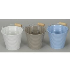 Small buckets in a pastel tone assortment