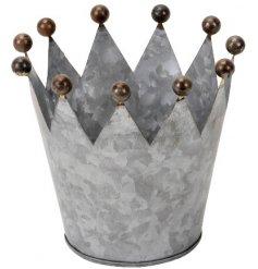 A vintage inspired metal crown tlight holder