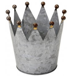 A vintage inspired metal crown tlight holder