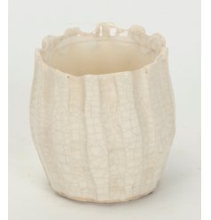 Add to your home that chic touch with this stylish ceramic pot