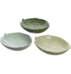 This on-trend assortment of leaf bowls will add a chic touch to any space of the home
