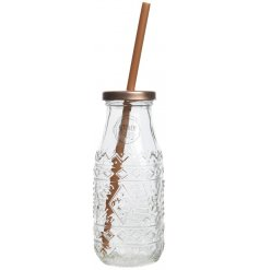 a stylishly finished drinking jar in a clear tone