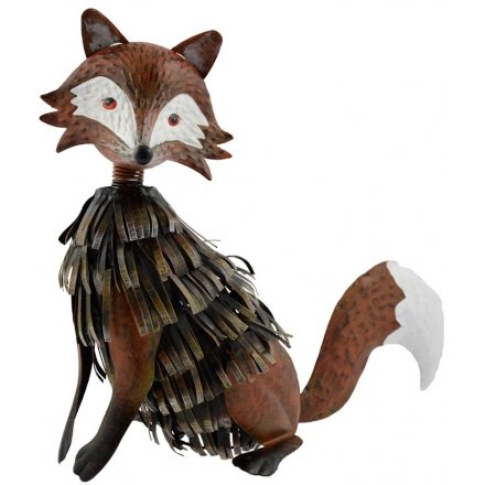 Place this beautifully finished metal fox figure in your garden to add a close to wildlife feel