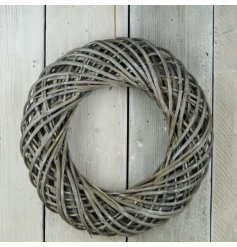 Finished with its distressed features and jute hang string, this wreath is perfect all year round