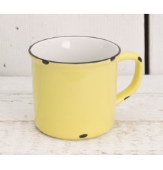 Add a distressed farmers vibe to any kitchen space with this yellow toned ceramic mug