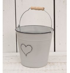 Set with its grey wash tone and added heart decal, this decorative metal bucket will look beautiful with artificial bloo