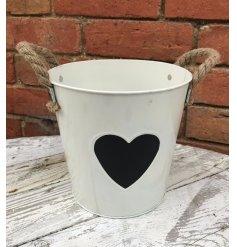 A charming, shabby chic style zinc bucket with a chunky rope handle and heart shaped chalkboard.