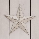 Make a rough luxe style statement at any time of year with this medium sized 3D metal star decoration set with an off wh