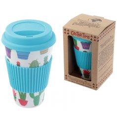 Look trendy on the move with this funky cacti themed travel cup, complete with a blue rubber lid and sleeve