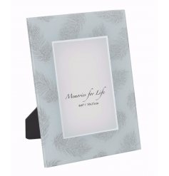 Bring a glam chic touch to any space of the home with this glittered feather photoframe