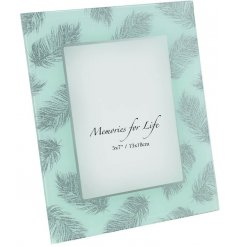 Add this beautiful glittered photo frame to any home to introduce a chic style