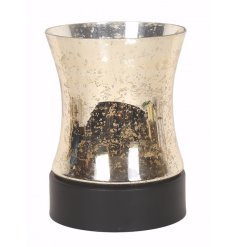 Bring a modern chic touch to any space of your home with this glam golden pilar candle holder