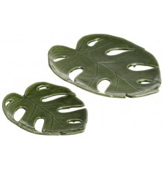 Keep bare, or use to hold onto trinkets, either way this set of ceramic leaf plates will add style to any home
