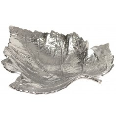 Bring a luxe touch to any space of the home with this beautifully finished silver painted leaf tray