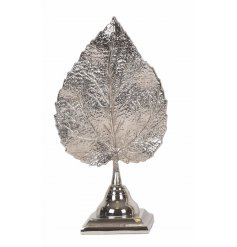 Add a chic statement tone to your home spaces with this ornamental sprayed silver leaf