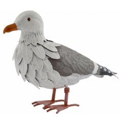 Place this beautifully finished metal bird figure in your garden to add a close to wildlife feel
